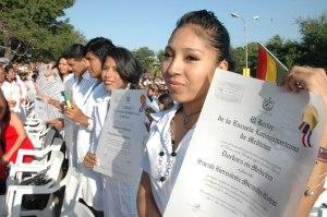 Egresados bolivianos reciben sus títulos de la Escuela Latinoamericana de Medicina de Cuba
