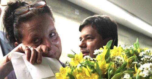 Ramona Matos, el primer colaborador cubano que abandona el Programa Mais Médicos, se emociona después de oficializar el pedido de refugio en Brasil
